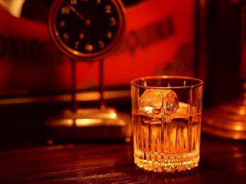 空港ラウンジで無料で飲めるウイスキー