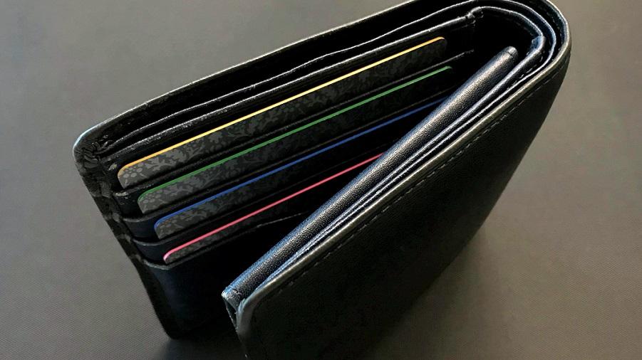 カラーコアカードは財布に入れると目立つ!